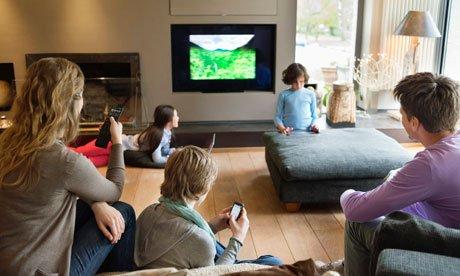 客厅看电视 卡通