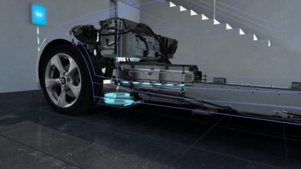 [图]充电如此方便:宝马为电动汽车研发无线感应充电系统